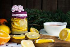 Cztery Fajery - blog kulinarny. Proste przepisy dla każdego.: Cytryny i pomarańcze w syropie - do herbaty, do dr... Ginger Tea, Tea Recipes, Rum, Drinks, Bottle, Cooking, Blog, Drinking, Kitchen