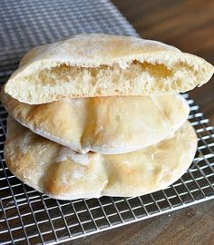 Pita bread is surprisingly super easy to make at home; in this post, you'll get all the tips and tricks to make the pita breads puff perfectly! | melskitchencafe.com Bread Recipes, Vegan Recipes, Cooking Recipes, Cooking Fish, Top Recipes, Pizza Und Pasta, Ma Baker, Homemade Pita Bread, Baking Stone
