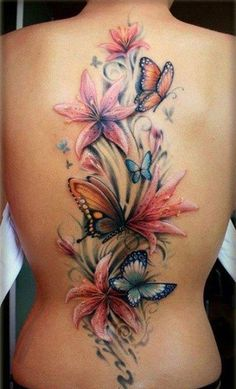 Tatouage fleurs et papillons colorés sur le dos  - tattoo du dos