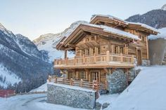 Chalet l'Eveil Grimentz Chalet l'Eveil in Grimentz is luxurious chalet next to the ski slope offering views over the Val d'Anniviers. It has 4 bedrooms, 4 bathrooms, a sauna, a double garage.