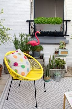 it feels like home Balcony Chairs, Balcony Plants, Porch Decorating, Decorating Your Home, Diy Home Decor, Outdoor Spaces, Outdoor Living, Acapulco Chair, Home Interior