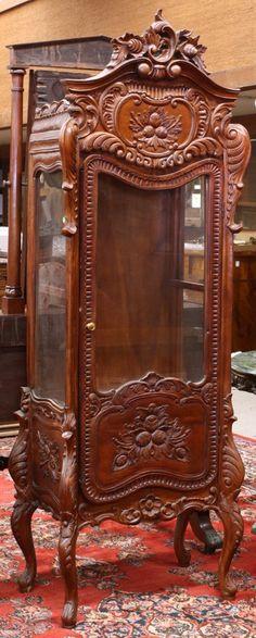 2666: Rococo style vitrine : Lot 2666