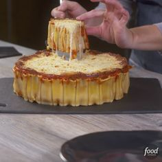 to Make Rigatoni Pie This classic baked pasta dinner is transformed into an eye-catching PIE!This classic baked pasta dinner is transformed into an eye-catching PIE! Tasty Videos, Food Videos, Rigatoni Pie, Rigatoni Recipes, Baked Pasta Recipes, Pasta Facil, Food Network Recipes, Cooking Recipes, Easy Cupcake Recipes