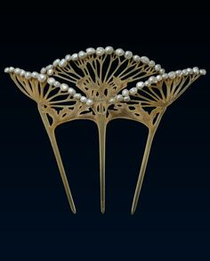 A French Art Nouveau Wild Caraway Comb by Lucien Gaillard, circa 1900. The carved horn depicting a wild caraway plant, the three prongs representing the stems supporting the jagged leaves and with fan-shaped openwork heads edged with baroque pearls above, signed L. Gaillard. #Gaillard #ArtNouveau #comb