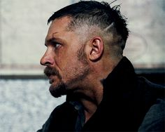 Tom Hardy - hard not to love him! This site is dedicated to Tom Hardy and his fans. Come and enjoy the Hardy experience! - SHARE IT- visit us! Tom Hardy Taboo Haircut, Tom Hardy In Taboo, Tom Hardy Bart, James Delaney, Toms, Karl Urban, Haircut Styles, Men's Hairstyles, Gentleman Style