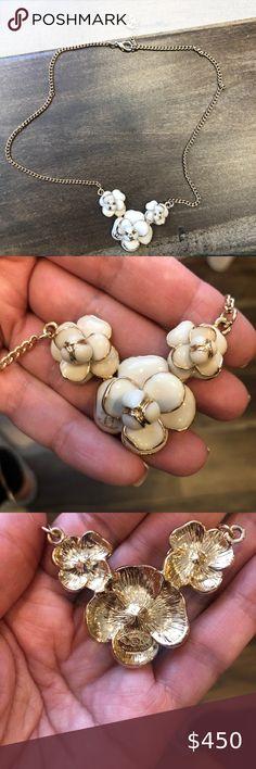 Broche pin ele coco no 5 cinco flor de oro camelia camelia CC de lujo