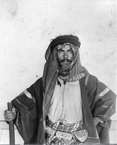A Young Bedouin, Sheikh of Syria. Palestine Art, Palestine History, Arab Girls, Arab Women, Draw On Photos, Old Photos, Vintage Photos, Closer Quotes Movie, Arabian Beauty Women
