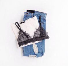 the basics | tee, lace bra & jeans #style #fashion