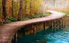 Narrow pathway bridge
