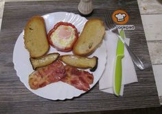 Gombás reggeli   Viss Itor receptje - Cookpad receptek Sausage, French Toast, Meat, Breakfast, Food, Red Peppers, Morning Coffee, Sausages, Essen
