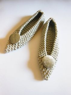 Pointed Toe Shoes Cotton slippers Wedding Flats NON-SLIP bridal shoes Gift Wrapping Crochet Knitted slippers Silver Velvet Brooch Converse Wedding Shoes, Wedge Wedding Shoes, Bride Shoes, Wedding Heels, Crochet Flats, Knitted Slippers, Cute Shoes Flats, Toe Shoes, Silver Slippers