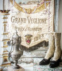 BROCANTE CHARMANTE: 2017 Vintage Display, Vintage Vignettes, Vintage Antiques, Vintage Boots, French Vintage, French Country, Decorative Items, Victorian Boots, Shabby Chic