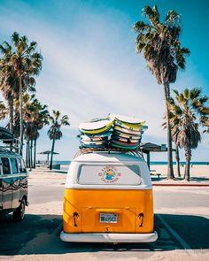 Combi van surf Beachy Wallpaper, Beach Aesthetic, Summer Aesthetic, Yellow Vans, Aesthetic