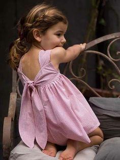 Vestido de criança com listras