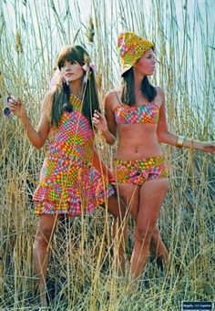 mini dress bikini graphic print mod pink yellow models print ad vintage style Fashion – Style Me Love The experience is color 60s And 70s Fashion, 60 Fashion, Fashion History, Retro Fashion, Vintage Fashion, Fashion Outfits, 1960s Fashion Hippie, Style Fashion, Beach Fashion