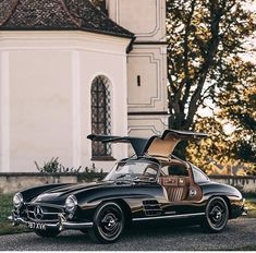 #cars #collection #classic #vintage #black #photooftheday #mercedes ✔️ Daimler Ag, Daimler Benz, Luxury Travel, Luxury Cars, Mercedes Benz Cars, Car Brands, Transportation, Automobile, Photo And Video
