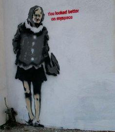 Amazing Graffiti Street Art by Banksy - 22 Banksy Graffiti, Street Art Banksy, Banksy Work, Graffiti Artwork, Graffiti Drawing, Bansky, Best Street Art, Amazing Street Art, Banksy Canvas Prints