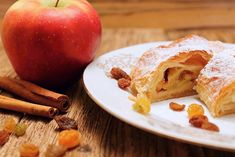 Apple Strudel (Simple Recipe) Easy Desserts, Delicious Desserts, Dessert Recipes, Hungarian Desserts, Cherry Sauce, Apple Varieties, Apple Strudel, Phyllo Dough, Cheesecake Desserts