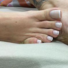 Boa noite! Good night ✌🏻️#barefeet #barefoot #bigfeet #bigfoot #podolatria #pies #toes #longtoes #pezao #dedao #frenchnails #francesinha #feetfetish #footfetish #footfetishnation #feetfetishnation #footgoddess #footmistress #footslave #girlsfeet #brazilianfeet