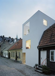 """This minimalist townhouse located in Landskrona, Sweden, was designed in 2009 by Elding Oscarson. """"The narrow site is sandwiched between old buildings in Landskrona, Sweden. Though nicely situated by the… Architecture Extension, Architecture Design, Exterior Design, Interior And Exterior, Modern Townhouse, Townhouse Exterior, Townhouse Designs, Narrow House, Old Buildings"""