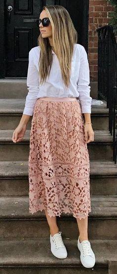 pretty cool outfit : sweatshirt + midi skirt + sneakers