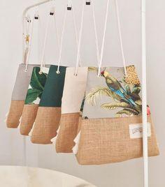 The Sandbag / Chapman at Sea / the original jute bottom beac.- The Sandbag / Chapman at Sea / the original jute bottom beach bag The Sandbag / Chapman at Sea / the original jute bottom beach bag - Pochette Diy, Diy Sac, Linen Bag, Fabric Bags, Summer Bags, Reusable Bags, Party Bags, Handmade Bags, Purses And Bags