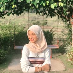 Casual Hijab Outfit, Ootd Hijab, Hijab Chic, Modern Hijab Fashion, Islamic Girl, Love Pictures, Aesthetic Pictures, Girl Crushes, Idol