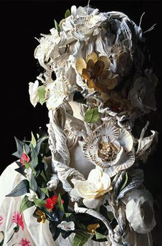 Detail of Flora paper dress by Isabelle de Borchgrave, allegorical figure of the painting The Spring of Sandro Botticelli Gallery of Uffizi, Firenze). Created in Dimensions : 68 cm x 64 cm x 189 cm. Paper Clothes, Paper Dresses, Paper Shoes, Painted Paper, Hand Painted, Paper Artist, Art Dolls, Paper Flowers, Creations