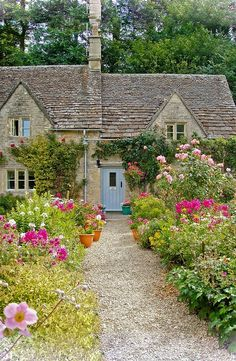 Love,love, love stone cottages & english gardens!!