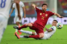 Spain's midfielder Xabi Alonso (L) vies with Chile's midfielder Charles Aranguiz during a Group B football match between Spain and Chile in the Maracana Stadium in Rio de Janeiro during the 2014 FIFA World Cup on June 18, 2014. Chile won 2-0.     AFP PHOTO/ MARTIN BERNETTIMARTIN BERNETTI/AFP/Getty Images Photo: MARTIN BERNETTI, AFP/Getty Images / MARTiN BERNETTi