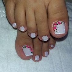 23 that will make you bright summer nails designs glitter fun 008 Toe Nail Color, Toe Nail Art, Nail Colors, Toenail Art Designs, Pedicure Designs, Pretty Toe Nails, Cute Toe Nails, Bright Summer Nails, Summer Toe Nails