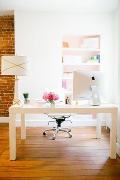 Love this beautiful at home office + creative workspace! What a light and delightful creative workspace for learning Spanish + home office!  Repin this post for later!