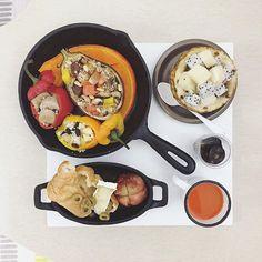 good morning Wednesday :-D))) . #goodmorning #morning #breakfast #yummy #goodfood #instafood #onthetable  #homemade #foodie #foodstagram #foodphotography #foodphoto #yum #2eat2gether #top_food_of_instagram #S_S_iloveBreakfast #朝食 #早餐 #朝ごパン  #S_S_iloveBakingh #couscous #庫斯庫斯 #stuffedpepper #グズグズ  #stuffedeggplant #野菜