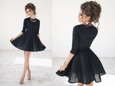 Красивое женское коктейльное неопреновое платье с пышной юбкой черное