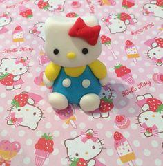 Hello Kitty fondant cake topper