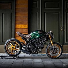 A Gucci-inspired Ducati a slinky, classic Triton from one of Britain's top builders, and an appreciation of Colin Seeley, who passed away last week. Ducati Monster 600, Ducati Monster Custom, Ducati Cafe Racer, Cafe Racers, Moto Ducati, Ducati Scrambler, Cafe Racer Bikes, Custom Cycles, Custom Bikes