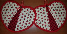 Check out this item in my Etsy shop https://www.etsy.com/listing/528748895/ladybugs-handy-heart-potholders