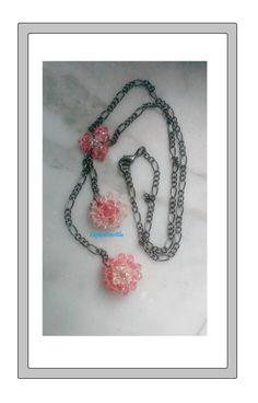 Collana rosa ciondoli fiore cristalli Swarovski, collana nera rosa, regalo di Natale, regalo per lei, gioielli, handmade, unica, nichel free di ElefantinoBlu su Etsy