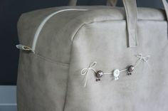 agrémenter un coussin, un sac avec une mini-guirlande