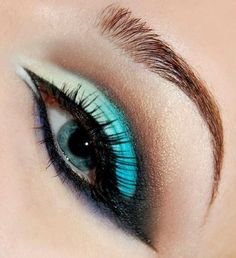 Eye makeup for blue eyes.