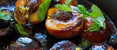 Francis Mallman teaches us how to carmelize peaches over an open fire. Healthy with figs,mint and Amaretto. Mint Recipes, Chef Recipes, Fruit Recipes, Sweet Recipes, Cooking Recipes, Summer Recipes, Recipies, Grilled Fruit, Grilled Peaches