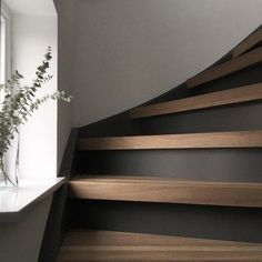 - Stairway Designs & Ideas - Industrial grey Flexa trap idee met RAL 9016 wand, Industrial gray Flexa staircase idea with RAL 9016 wall, Home Interior Design, Interior Decorating, Stairway Decorating, Hall Interior, Decorating Ideas, Style At Home, Stair Decor, House Stairs, Staircase Design