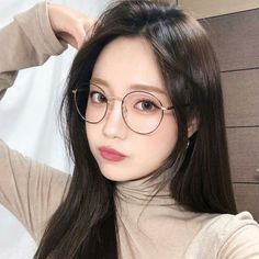 Image in girl collection by 꺼저 on We Heart It Pretty Korean Girls, Cute Korean Girl, Pretty Asian, Beautiful Asian Girls, Ulzzang Glasses, Korean Glasses, Cheap Eyeglasses, Eyeglasses For Women, Cute Glasses