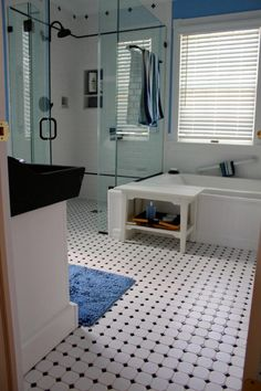 150 Awesome Farmhouse Bathroom Tile Floor Decor Ideas And Remodel To Inspire Your Bathroom 44 – Home Design Black And White Bathroom Floor, White Bathroom Tiles, Bathroom Tile Designs, Bathroom Floor Tiles, Bathroom Ideas, Bathroom Interior, Small Bathroom, Bathroom Showers, Bathroom Wallpaper