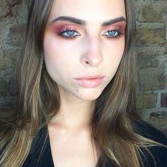MAC Senior Makeup Artist @alevkarsli 'nın #MACFruityJuicy koleksiyonuyla tasarladığı makyaj!  Kullanılan ürünler: Fruit A La La Far Paleti, Chestnut Dudak Kalemi, Shy Girl Ruj #maccosmeticsturkiye #maccosmetics #macseniorartistturkey #macfruityjuicy #makeup #makeuplove #eyeshadow #lipstick #eyes #lips