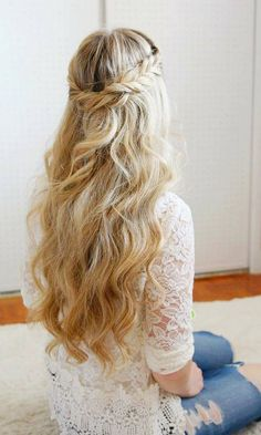 Long Wedding & Prom Hairstyles via Missysueblog / http://www.deerpearlflowers.com/wedding-prom-hairstyles-for-long-hair/3/