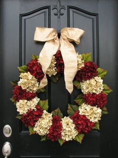 Merry Christmas, Traditional Christmas, Holidays, Christmas Wreaths, Hydrangeas, Home for the Holidays, Home Decor on Etsy, $150.00