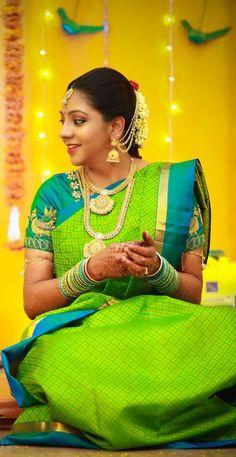Ideas For Dress Green Classy Indian Bridal Sarees, Wedding Silk Saree, Indian Beauty Saree, Kerala Engagement Dress, Engagement Dresses, Sari Blouse Designs, Bridal Blouse Designs, Wedding Saree Collection, Tussar Silk Saree