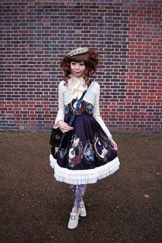 Dearest Possession Body Poses, Modern Times, Gothic Lolita, Lolita Fashion, Full Body, Playground, Countries, Harajuku, Pin Up