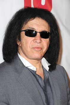 Gene Simmons College: Sullivan County Community College Major: Education  It is close to impossible to imagine the founder of KISS as a teacher, but he definitely did influence the youth of America.